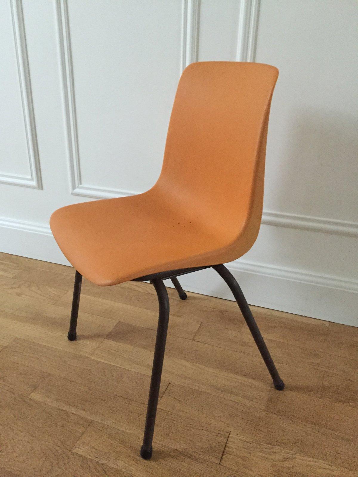 chaise grosfillex enfant ann es 70 vaillant le petit meuble. Black Bedroom Furniture Sets. Home Design Ideas